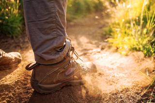Hiking-Book-stock-photo-fidel-fernando-524033-unsplash-2048x1365